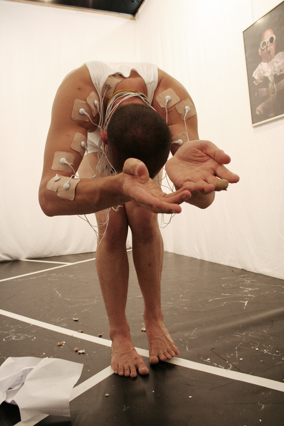The Performer (Georg Hobmeier) with electrodes